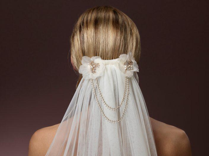 Headband à fleurs perlé et voile