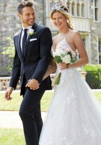 Rendez-vous: Robe de mariée Morilee et costume de marié
